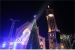 Video: Bên trong cây thông giáng sinh cao 12 m được trang trí 600 bộ đèn led ở Hà Nội