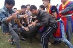 Video: Trai làng hò hét chen nhau bắt lợn cầu may ở Phú Thọ