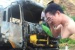 Cháy xe chở hàng, dân 'hôi của', tài xế bật khóc: Nhiều người trả lại hàng