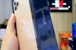 Giữa đêm, khách vẫn chờ xem iPhone 11 Pro Max đầu tiên về Việt Nam