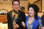 Thanh Bạch và vợ đại gia tay trong tay, hạnh phúc như vợ chồng son