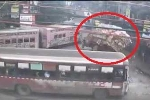 Xe tải 'đánh lừa tử thần' ngoạn mục sau va chạm với 2 xe khách