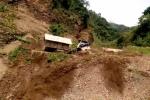 Clip: Sạt lở kinh hoàng cuốn phăng nhà cửa, công trường ở Lai Châu