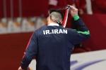 Bị xử ép, võ sĩ Iran cởi huy chương bỏ về, không thèm chụp ảnh lưu niệm