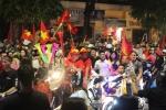 Video: Người Hà Nội ăn mừng chiến thắng Olympic Việt Nam tới 1h sáng