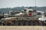 Xe tăng Trung Quốc bị súng máy bắn thủng