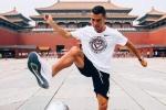 Ronaldo 'đại náo' Bắc Kinh, tâng bóng trước Tử Cấm Thành