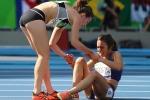 VĐV Mỹ và New Zealand dìu nhau về đích sau khi vấp ngã trên đường đua