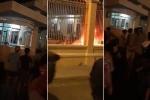 Clip: Đám đông quá khích đập phá, đốt xe tại trụ sở UBND tỉnh Bình Thuận