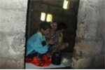 Tận cùng nỗi đau bà mẹ xây 'phòng giam' nhốt ba đứa con tâm thần