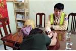 CSGT Hà Nội giải cứu phụ nữ kề kéo vào cổ, đòi nhảy cầu Chương Dương