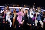 Fans cười nghiêng ngả khi nhóm 365 giả gái thành những sao nữ đình đám
