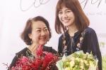 Hari Won xúc động khi được mẹ chồng đích thân đến cổ vũ, động viên