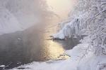 Video: Lạnh -68°C, những người này vẫn cởi trần tắm suối