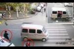 Video: Bé gái bị bắt cóc giữa phố đông người khi đi học về