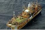 Ngư dân tìm thấy tàu sắt không người lái trôi trên Biển Đông