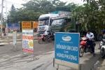 Đường hỏng và ô nhiễm, dân Đà Nẵng mang biển hiệu ra chặn xe tải