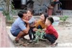 Chuyện tình lãng mạn của anh lính Trường Sa cầu hôn ngay tại sân ga