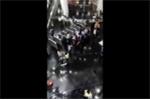 TP.HCM mưa lớn như trút, tòa nhà Bitexco bị dột, nước chảy lênh láng