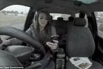 Xem video này, bạn sẽ không bao giờ dám dán mắt vào điện thoại khi đi đường