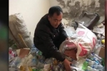 Cảm động thầy giáo 10 năm nhặt ve chai, lấy tiền giúp học sinh nghèo đóng học
