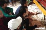 Tai nan tham khoc, 13 nguoi chet o Quang Nam: Co dau khoc can nuoc mat ben linh cuu chong hinh anh 1