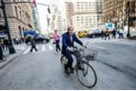 Sếp lớn ngân hàng 83 tuổi vẫn đạp xe đi làm