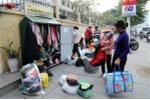Video: Tủ quần áo mùa đông miễn phí trên vỉa hè Hà Nội