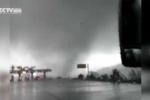 Lốc xoáy kinh hoàng như tận thế phá tan trạm thu phí trên cao tốc