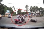 Va chạm giao thông, người phụ nữ hung hăng quát nạt, đẩy ngã cụ già