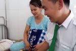 Tai xe dõ dẻ cho san phu ngay tren xe taxi hinh anh 1