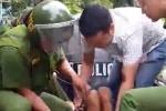Khống chế gã thanh niên nghi ngáo đá đập phá nhà cửa, đe doạ dân ở Huế