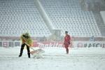Liên tục dừng trận chung kết U23 Việt Nam vs U23 Uzbekistan để dọn tuyết