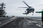 Trực thăng hải quân Mỹ rơi khi vừa cất cánh khỏi tàu sân bay ở Thái Bình Dương