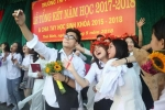 Em trai Sơn Tùng M-TP bẽn lẽn xin ôm các bạn trong lễ bế giảng