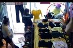 Clip: Nữ 'ninja Lead' lao xe húc vỡ kính cửa hàng quần áo
