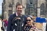 Diễn viên Lan Phương hạnh phúc đưa con gái sang Anh với chồng