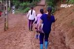 Theo chân thày cô vùng cao lội suối, băng rừng vận động trẻ đến trường