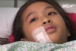 Bạn học nghịch ngợm, bé gái 11 tuổi bị mảnh kính đâm thấu ngực