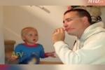 Phì cười phản ứng của em bé khi xem bố làm 'ảo thuật'