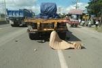 Tông xe máy vào đuôi container hỏng giữa đường, một công an chết tại chỗ