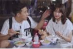 Video: Trấn Thành 'bạt tai' Hari Won, mắng 'con gái gì mà ăn tới đâu rơi tới đó'