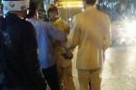 Hà Nội: Ô tô tăng ga, tông thẳng CSGT rồi bỏ chạy