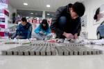Muôn kiểu vác núi tiền lẻ đi mua nhà, siêu xe ở Trung Quốc