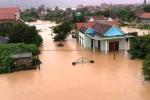 Hình ảnh đau xót trong mưa lũ khủng khiếp ở miền Trung