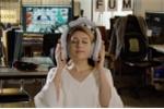 Thích thú với tai nghe 'khổng lồ' giúp người dùng massage