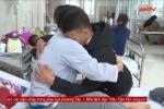 Clip: Nam sinh đâm thầy giáo bị thương bật khóc xin lỗi thầy trong viện