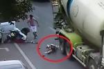 Clip: Bị xe bồn nghiến qua đầu, cô gái đi xe máy sống sót kỳ diệu nhờ thứ này