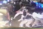 Không cài dây an toàn, hành khách bị hất văng trong ô tô