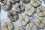 Cười nghiêng ngả với bánh trung thu hình răng cấm của bác sĩ nha khoa
